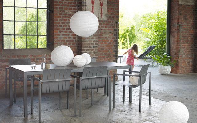 Gartentische aus Aluminium bei ZEOTTEXX Gartenmöbelausstellung in Bolheim