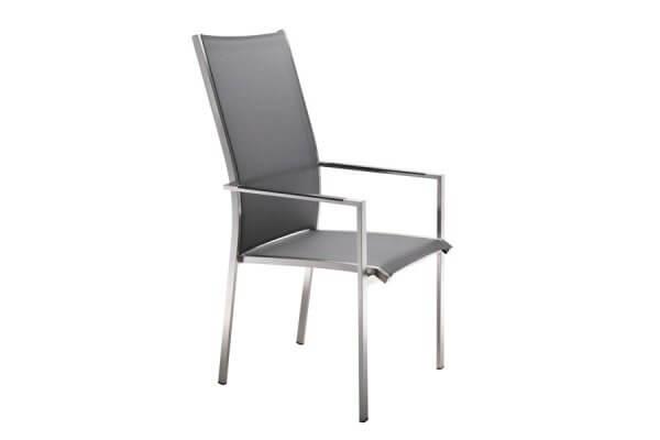 Stuhl mit hoher Lehne und Armehnen