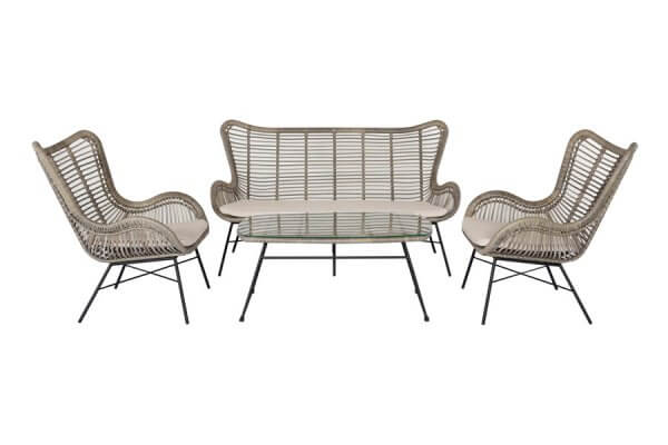 Stylische Loungegarnitur mit Sesseln und Tisch