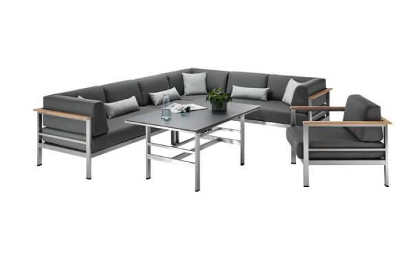 Puristische Lounge mit Tisch