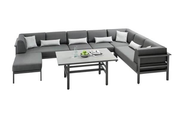 puristische Lounge mit Hocker und Tisch