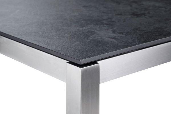 Tischbein und dunkle Tischplatte