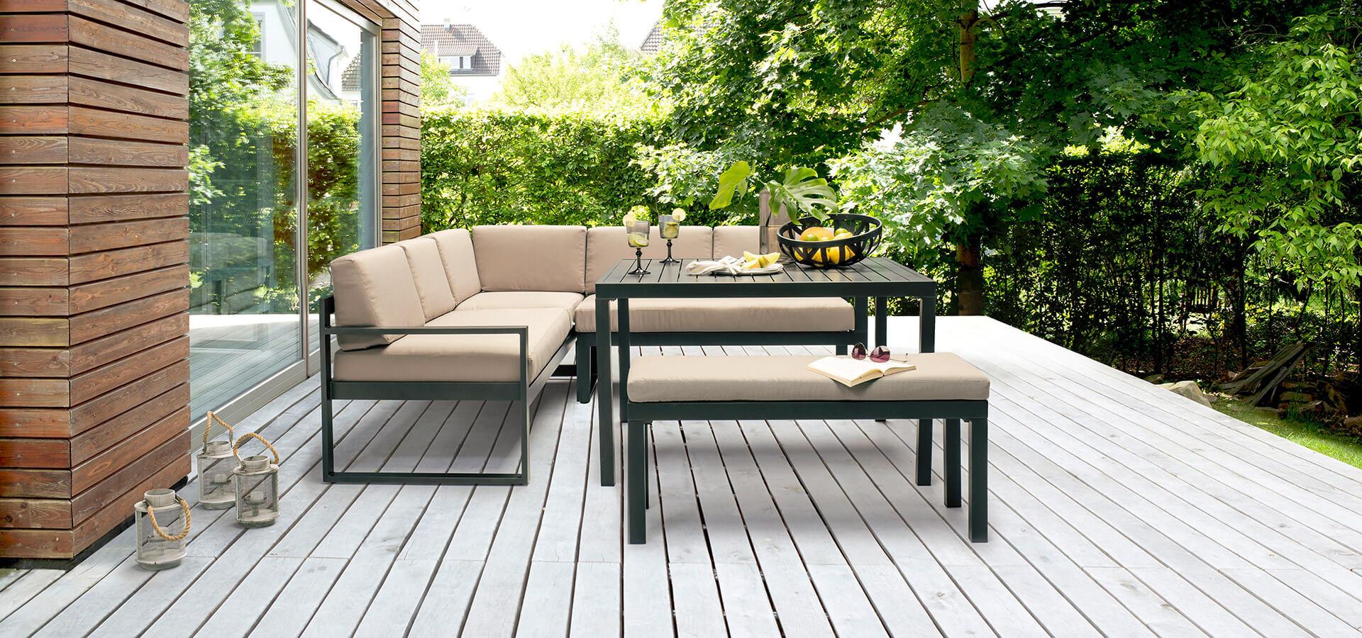 Aluminium Loungemöbel auf der Terrasse