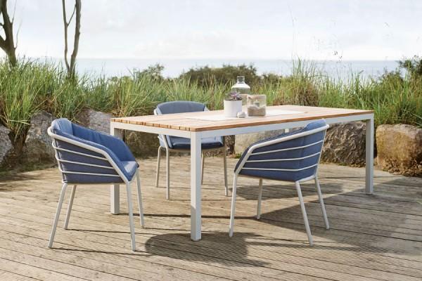 Gartentisch und Gartenstuhl mit Teakholz von Solpuri bei ZEOTTEXX Gartenmöbelausstellung in Bolheim