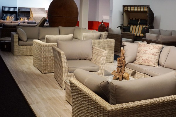Polyrattan Loungemöbel / Loungegarnituren bei ZEOTTEXX Gartenmöbelausstellung in Bolheim