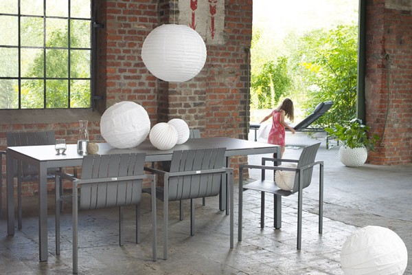 Gartentisch und Gartenstühle Classic der Marke Solpuri bei ZEOTTEXX Gartenmöbelausstellung in Bolheim