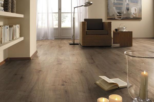 Laminat Fußböden Wohnzimmer bei ZEOTTEXX Gartenmöbelausstellung