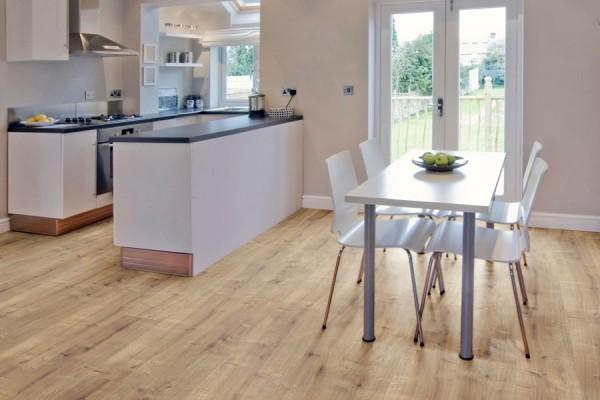 Laminat Fußböden Bodenbeläge für die Küche bei ZEOTTEXX Gartenmöbelausstellung