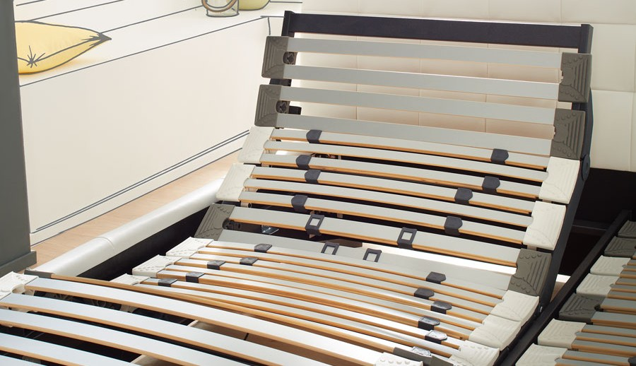 Lattenrost / Bett Untergestelle bei ZEOTTEXX Gartenmöbelausstellung in Bolheim